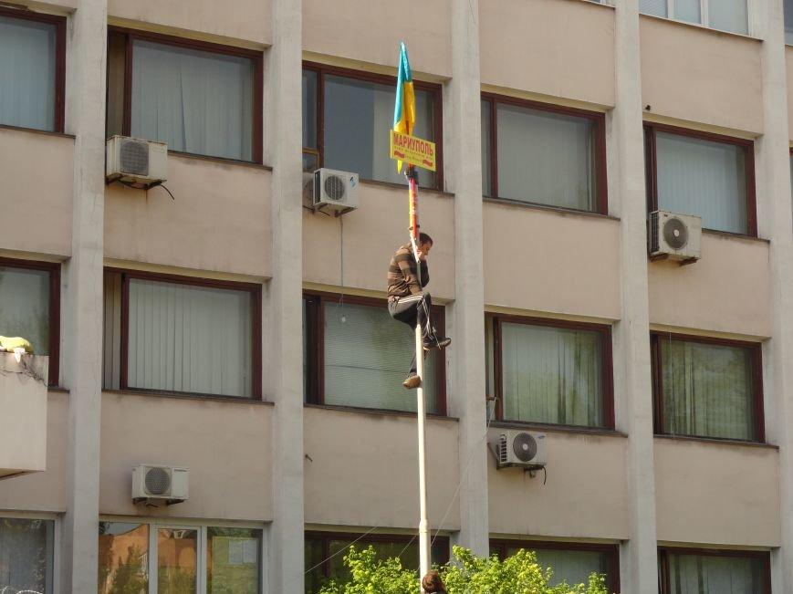 Мариупольский горсовет освобожден, возле здания разбирают баррикады (Дополняется+ФОТО), фото-3