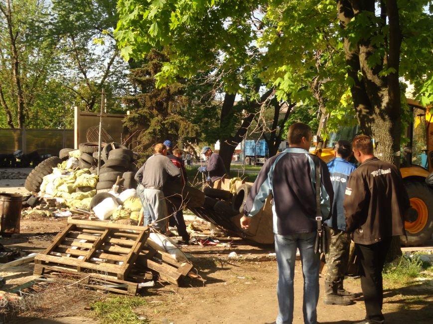 Мариупольский горсовет освобожден, возле здания разбирают баррикады (Дополняется+ФОТО), фото-2