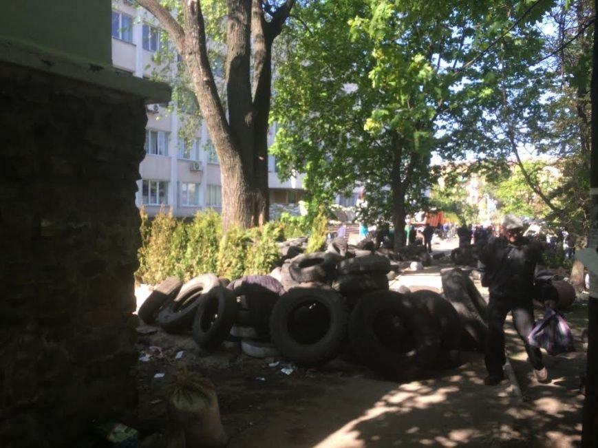 Мариупольский горсовет освобожден, возле здания разбирают баррикады (Дополняется+ФОТО), фото-9