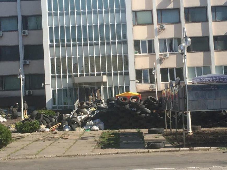Мариупольский горсовет освобожден, возле здания разбирают баррикады (Дополняется+ФОТО), фото-7