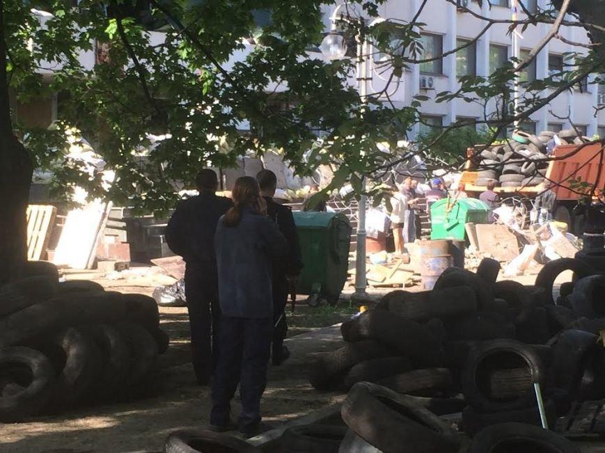 Мариупольский горсовет освобожден, возле здания разбирают баррикады (Дополняется+ФОТО), фото-10