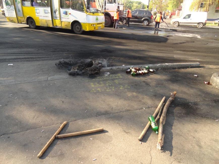 Мариупольский горсовет освобожден, возле здания разбирают баррикады (Дополняется+ФОТО), фото-1