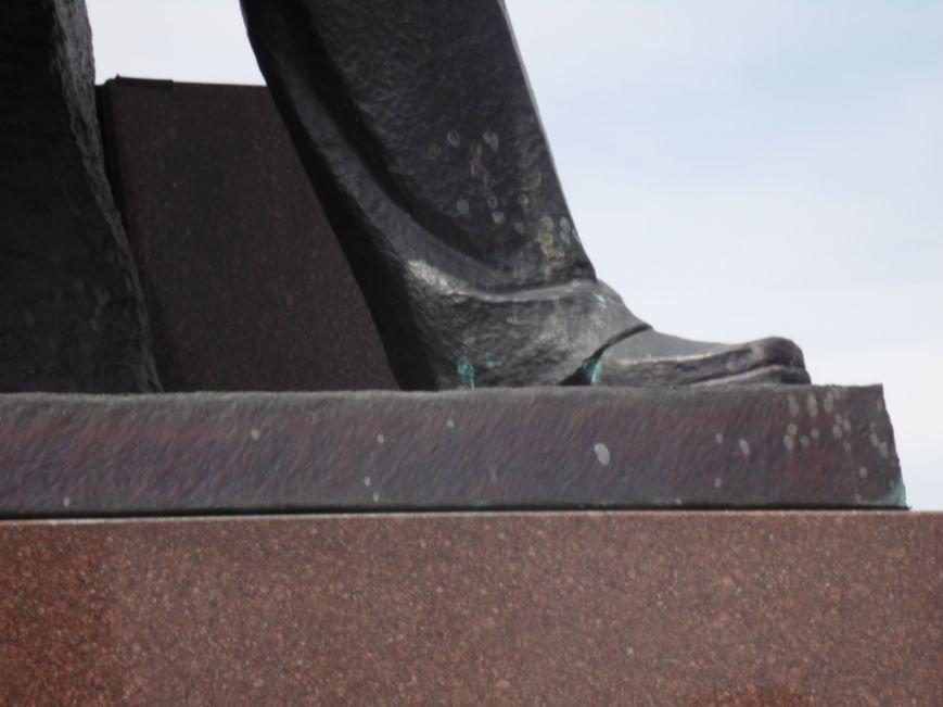 У Тернополі пам'ятник Бандері облили зеленкою - ОНОВЛЕНО (фото), фото-1
