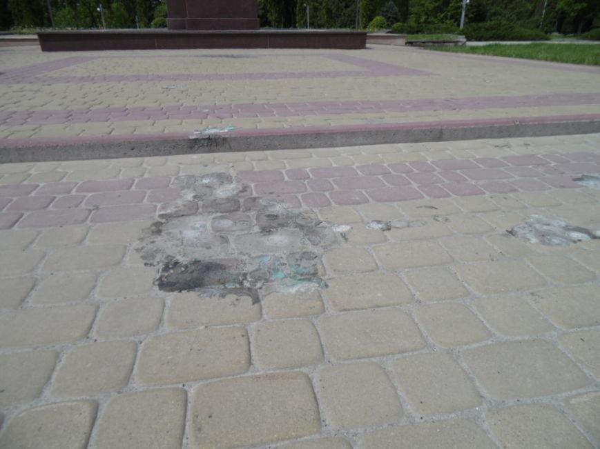 У Тернополі пам'ятник Бандері облили зеленкою - ОНОВЛЕНО (фото), фото-2