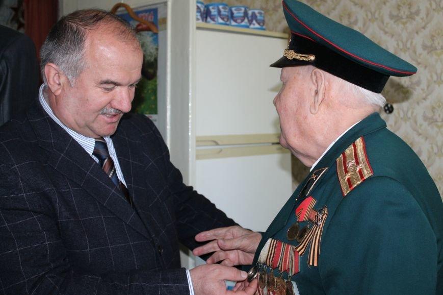Артемовские регионалы поздравили ветеранов с Днем Победы (ВИДЕО), фото-3