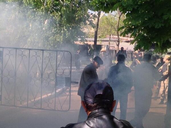 В Мариуполе под Приморским РОВД требуют освободить задержанных (Дополнено, ФОТО+ВИДЕО), фото-3