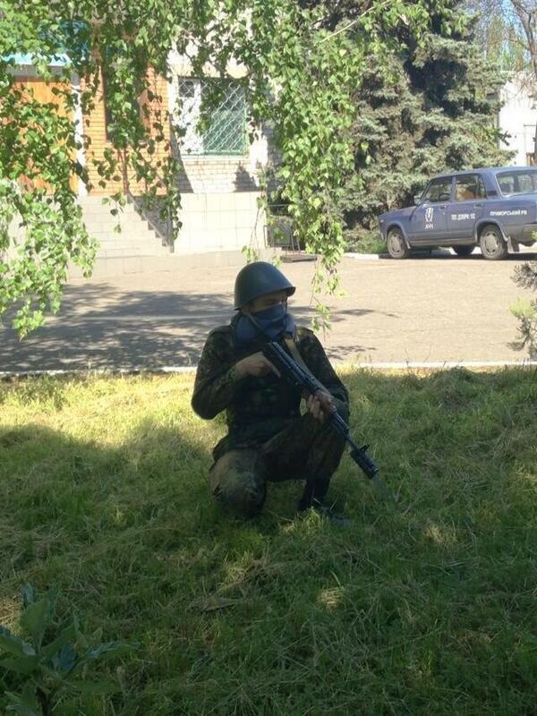 В Мариуполе под Приморским РОВД требуют освободить задержанных (Дополнено, ФОТО+ВИДЕО), фото-2