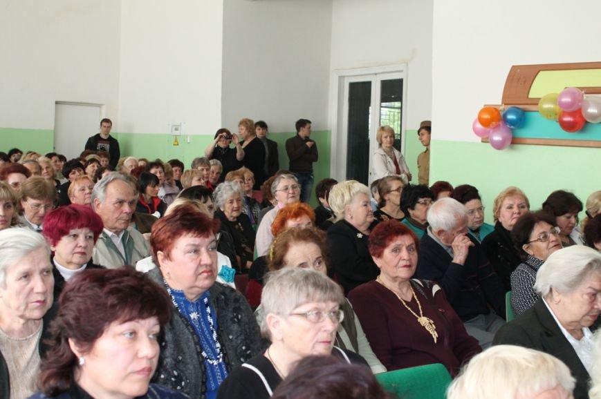 В Артемовске поздравили ветеранов войны и ветеранов педагогического стажа, фото-13