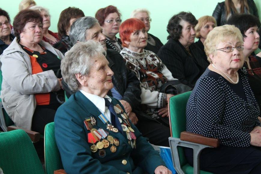 В Артемовске поздравили ветеранов войны и ветеранов педагогического стажа, фото-1