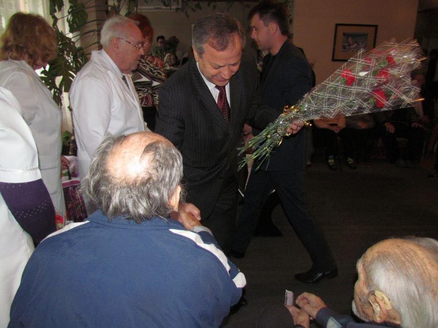 Юрий Хотлубей сообщил мариупольским ветеранам, что здание мэрии освобождено(ФОТО), фото-6