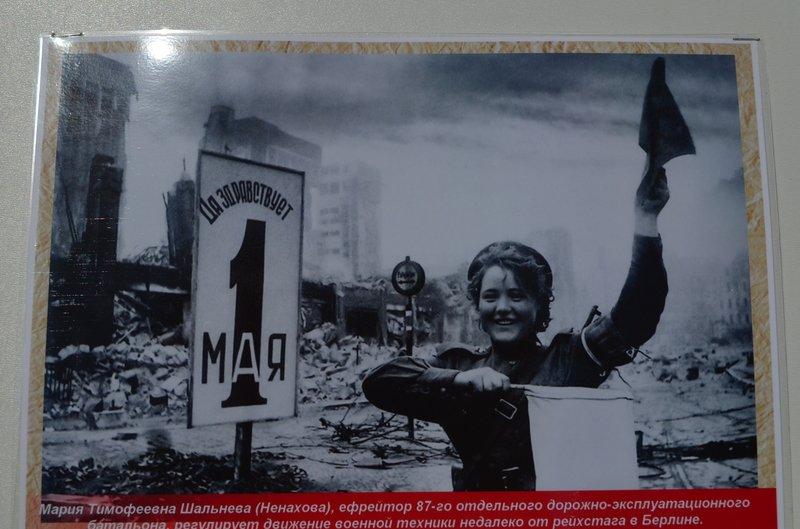 ФОТОРЕПОРТАЖ: В Симферополе раздают «георгиевские ленточки» и тексты писем военнопленных, фото-7