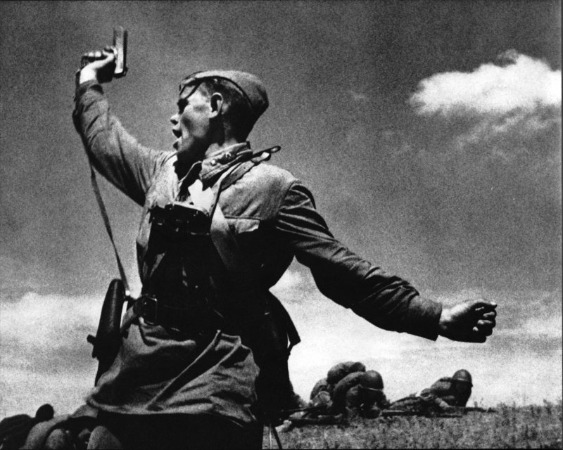 Политрук Петров - Комбат