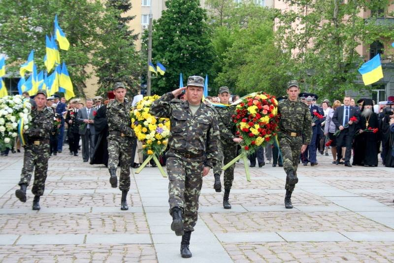 Николаевцы возложили цветы к памятнику Ольшанцам (ФОТО), фото-1