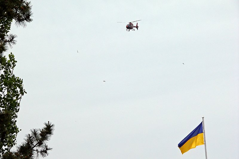 Над центральной площадью в Николаеве все утро кружил вертолет (ФОТО), фото-1