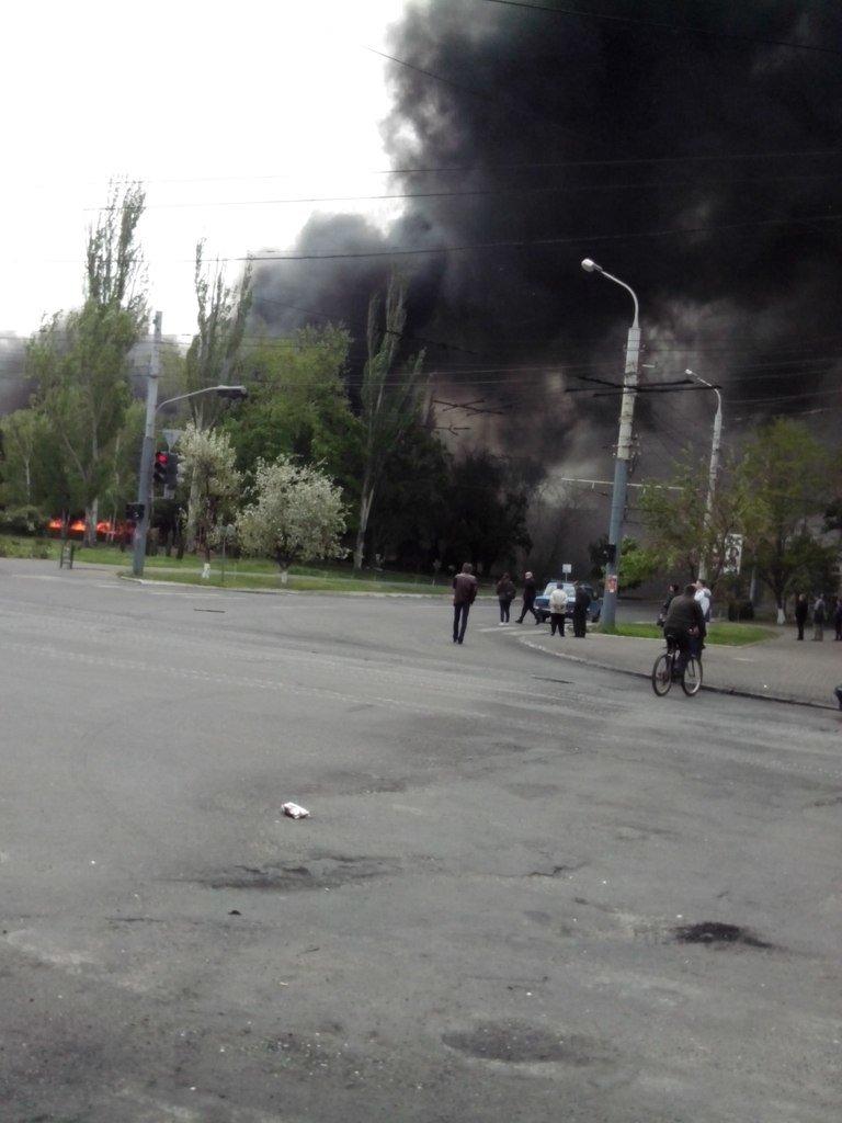 В Мариуполе стреляют! Горят здания, гибнут люди (ФОТО+ВИДЕО+ОБНОВЛЯЕТСЯ) (фото) - фото 2
