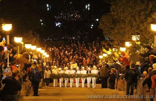 Тысячи керчан приняли участие в факельном шествии (ФОТО), фото-1