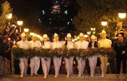 Тысячи керчан приняли участие в факельном шествии (ФОТО), фото-2