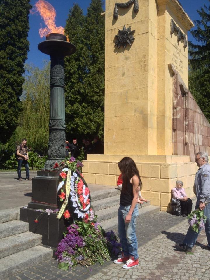 У Львові на могилу Путіна навідалась львівська «амазонка» Руслана (ФОТО), фото-2