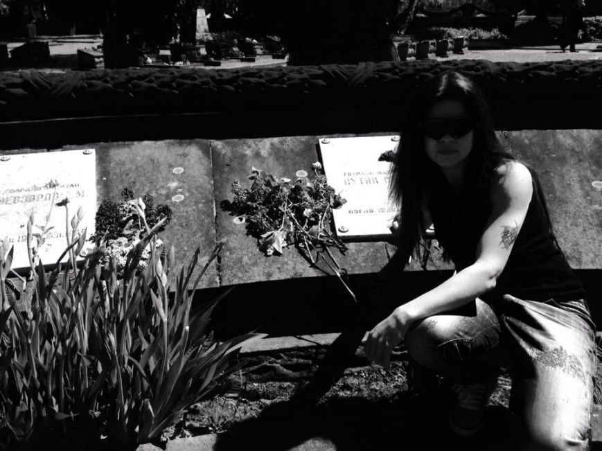 У Львові на могилу Путіна навідалась львівська «амазонка» Руслана (ФОТО), фото-3