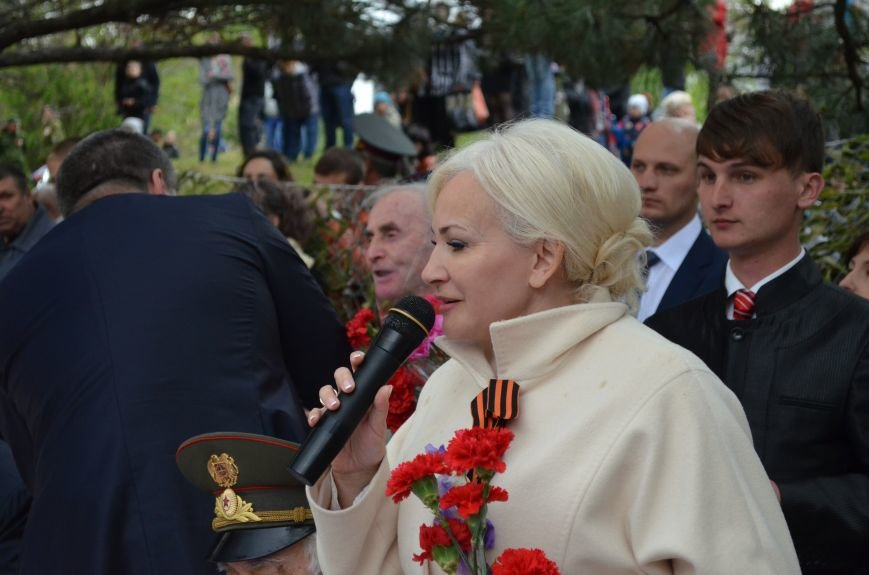 В Симферополе для ветеранов накрыли стол в парке: кормили пирожками и бутербродами (ФОТО, ВИДЕО), фото-5