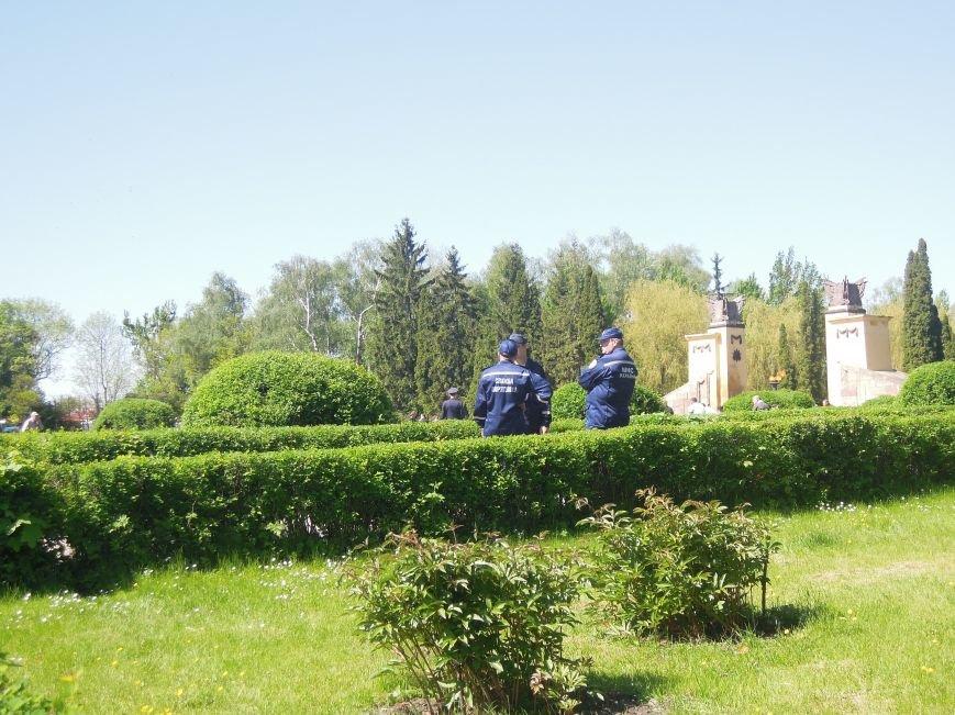 На Пагорб Слави у Львові люди приходять із квітами та миром (ФОТО), фото-6