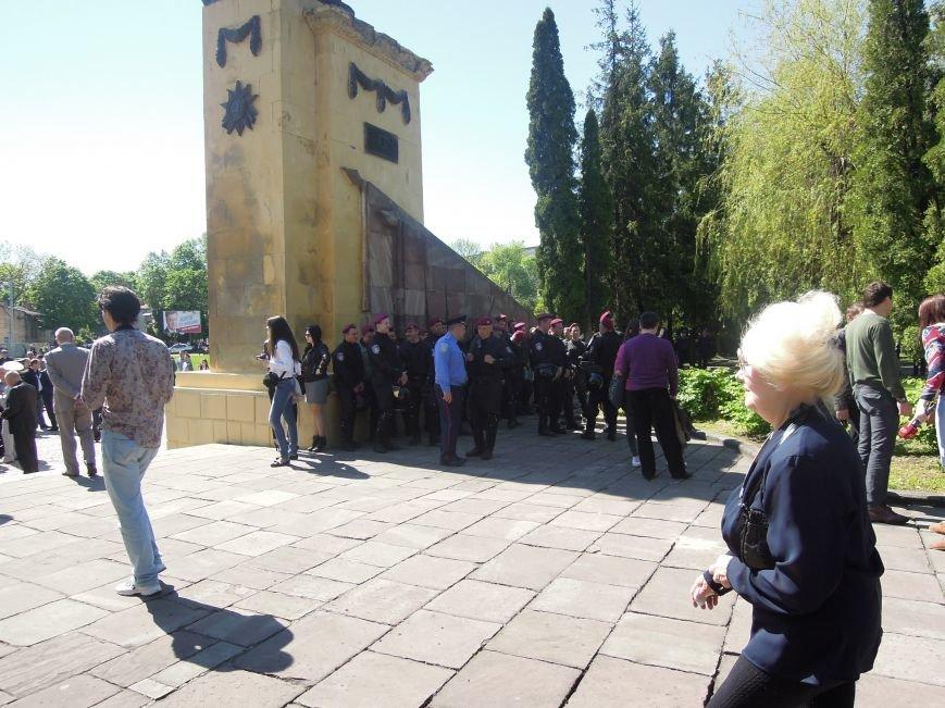 На Пагорб Слави у Львові люди приходять із квітами та миром (ФОТО), фото-10
