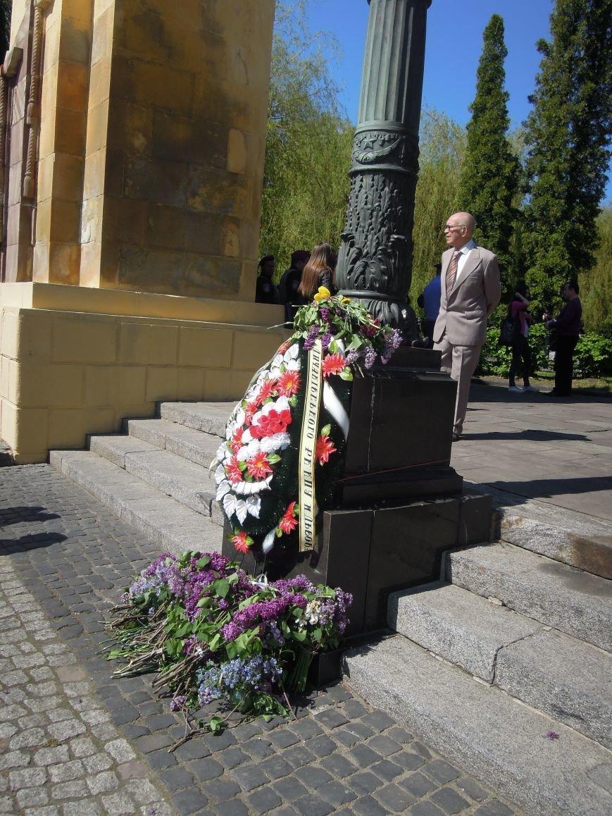 На Пагорб Слави у Львові люди приходять із квітами та миром (ФОТО), фото-9