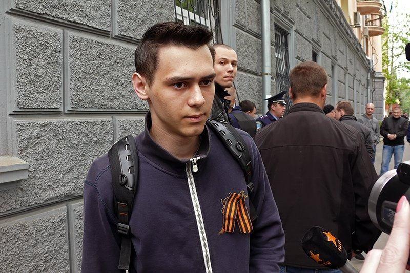 Николаевец пришел на 9 мая с металлическими  палками, чтобы «защитить» ветеранов от «Правого Сектора» (ФОТО), фото-3