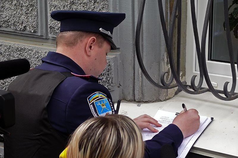 Николаевец пришел на 9 мая с металлическими  палками, чтобы «защитить» ветеранов от «Правого Сектора» (ФОТО), фото-1