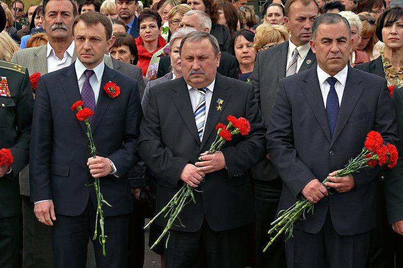 Николаевцы вышли на 9 мая с новым символом Победы - красными маками (ФОТО), фото-2