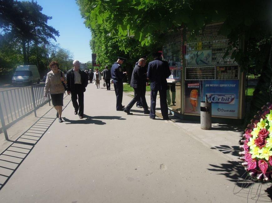 Львівська міліція патрулювала Пагорб Слави навіть на … дитячих каруселях (ФОТО), фото-2