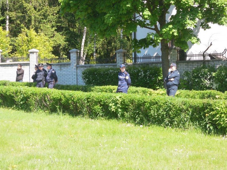 Львівська міліція патрулювала Пагорб Слави навіть на … дитячих каруселях (ФОТО), фото-7