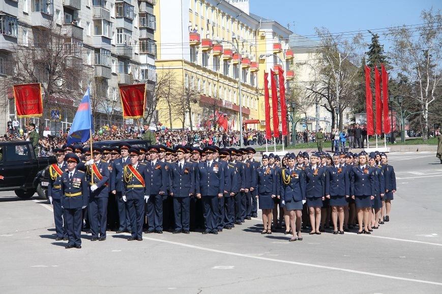 В ульяновском параде впервые маршировали девушки, фото-1