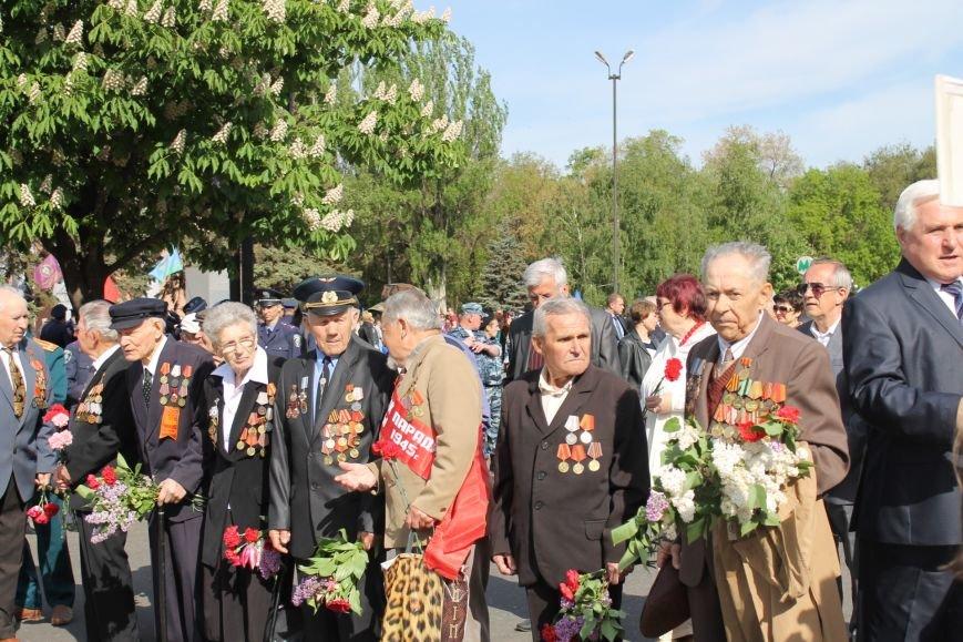 В Дзержинском районе ветеранам Кривого Рога  вручали цветы и дарили  песни (ФОТОРЕПОРТАЖ), фото-1