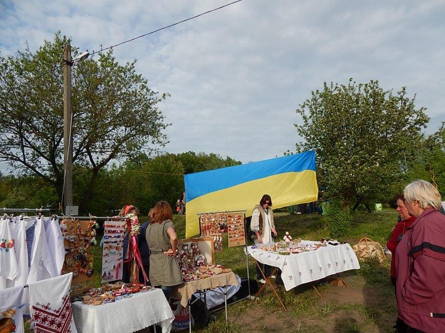 На святі бузкового гаю у Диканці вивісили величезний прапор України (Фотозвіт), фото-1