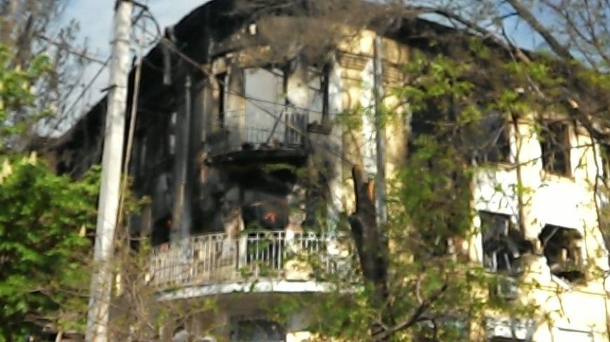 Здание Мариупольского горсовета выгорело частично, а УВД выгорело полностью (Фото), фото-10