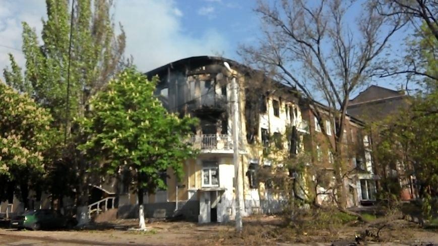 Здание Мариупольского горсовета выгорело частично, а УВД выгорело полностью (Фото), фото-9