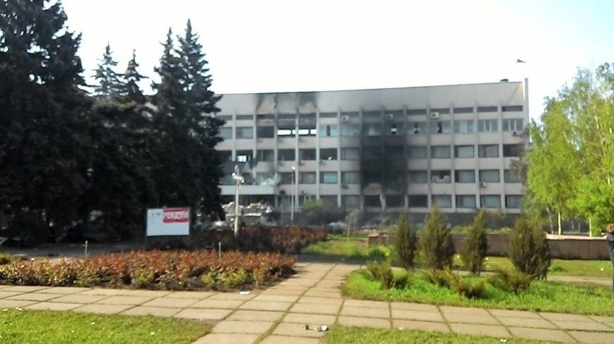 Здание Мариупольского горсовета выгорело частично, а УВД выгорело полностью (Фото), фото-2
