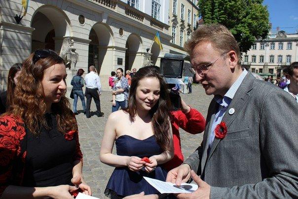 У Львові роздали стрічки у вигляді червоного маку (ФОТО), фото-4