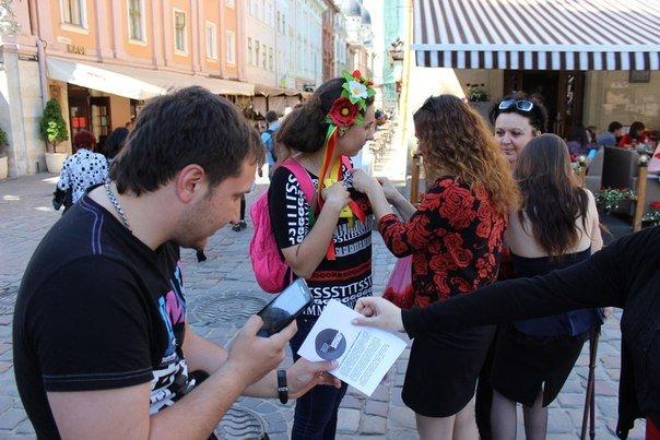 У Львові роздали стрічки у вигляді червоного маку (ФОТО), фото-1