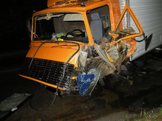 На трасе Николаевщины инормарка на бешеной скорости врезалась в грузовик: есть жертвы (ФОТО), фото-1