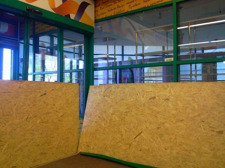 В Мариуполе неизвестные на авто ограбили супермаркет «Сильпо» (ФОТО), фото-1