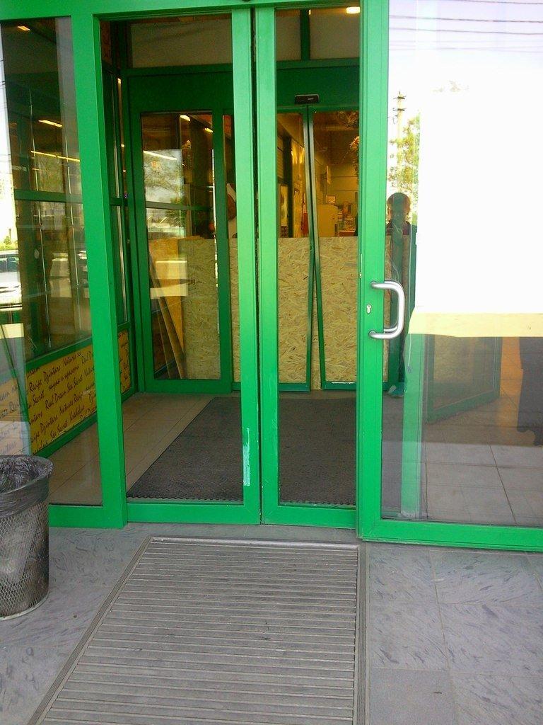 В Мариуполе неизвестные на авто ограбили супермаркет «Сильпо» (ФОТО), фото-2