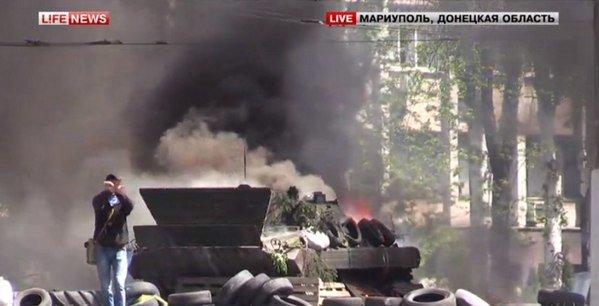 В центре Мариуполя - взрывы и выстрелы. Горит БМП (ФОТО+ВИДЕО он-лайн), фото-1
