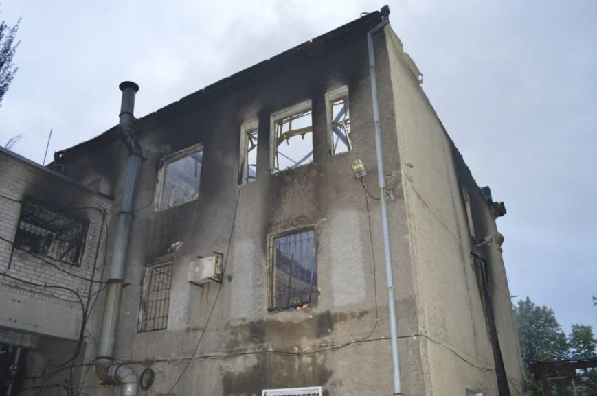 Опубликованы фотографии сгоревшего здания ГУВД и Мариупольского горсовета (ФОТО), фото-12