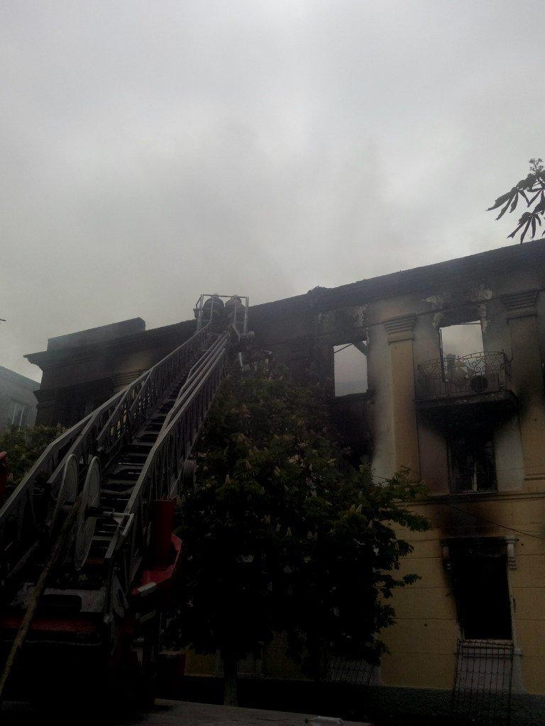 Опубликованы фотографии сгоревшего здания ГУВД и Мариупольского горсовета (ФОТО), фото-11