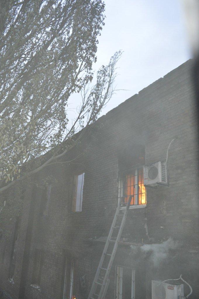 Опубликованы фотографии сгоревшего здания ГУВД и Мариупольского горсовета (ФОТО), фото-22