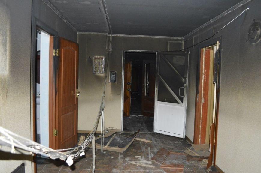 Опубликованы фотографии сгоревшего здания ГУВД и Мариупольского горсовета (ФОТО), фото-6
