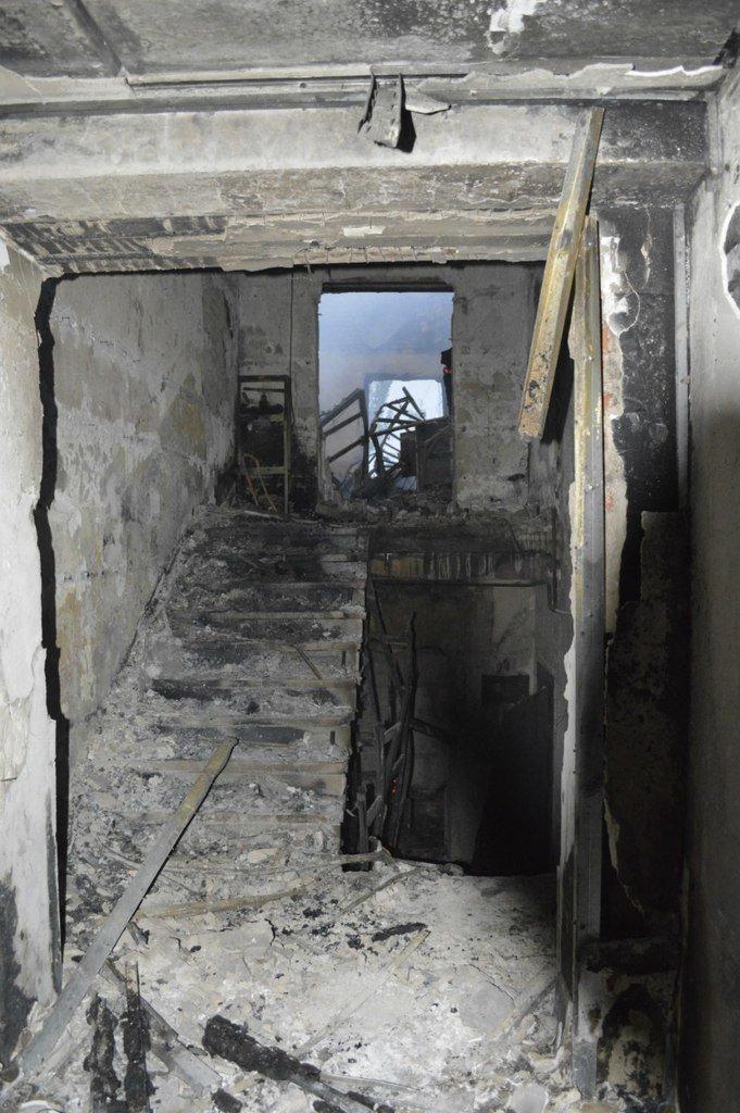 Опубликованы фотографии сгоревшего здания ГУВД и Мариупольского горсовета (ФОТО), фото-13