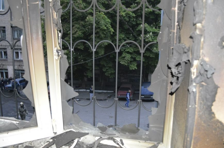 Опубликованы фотографии сгоревшего здания ГУВД и Мариупольского горсовета (ФОТО), фото-17